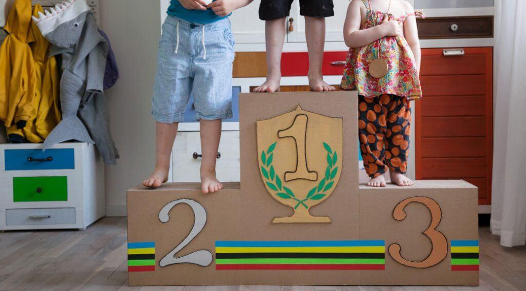 DIY Siegertreppe - Ideen für Spiele für Kindergeburtstag basteln - WLKMNDYS DIY Blog