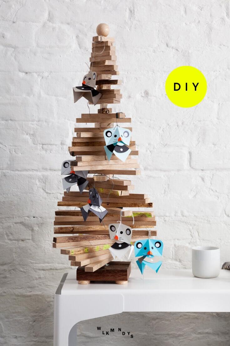 Diese lustigen Weihnachtsmäuse zu Basteln macht einfach Spaß! Heute zeige ich euch im Blog, wie ihr step-by-step diese Deko selbst machen könnt. Ob am Fenster oder Christbaum, die süßen Mäuse könnt ihr auch mit Kindern basteln und jeder Jahr immer wieder aufhängen. Viel Spaß! #wlkmndys #basteln #weihnachten #diyideen #bastelnmitkindern