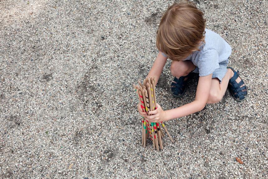 DIY Spiele mit Kindern im Sommer basteln - Riesenmikado