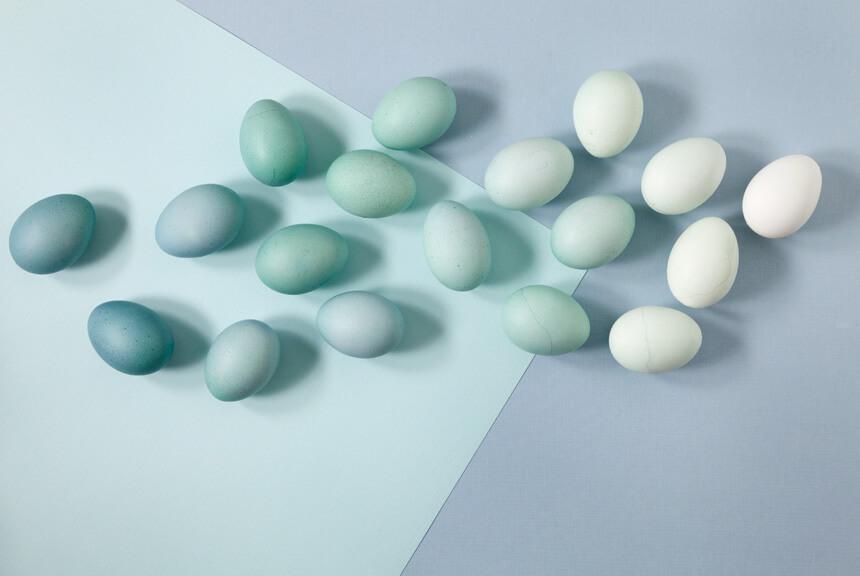 Ombre Ostereier färben - DIY für Ostereier bemalen und mit Naturfarben färben