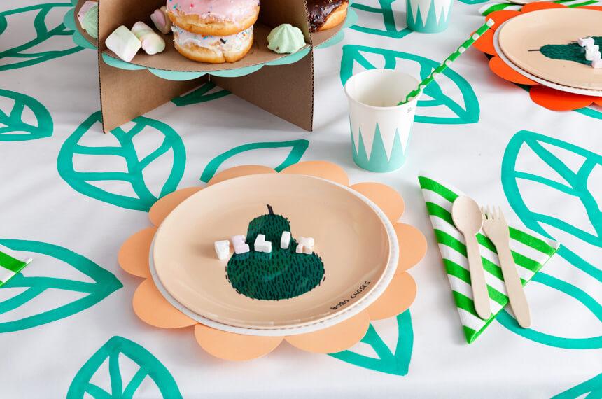 Flower Pops Partytisch: DIY Deko für Kindergeburstag selber machen