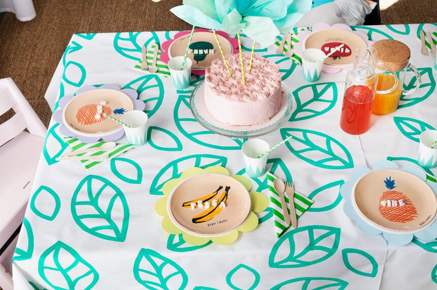 Tischdeko zur Kinderparty basteln: Flower Pops Partytisch