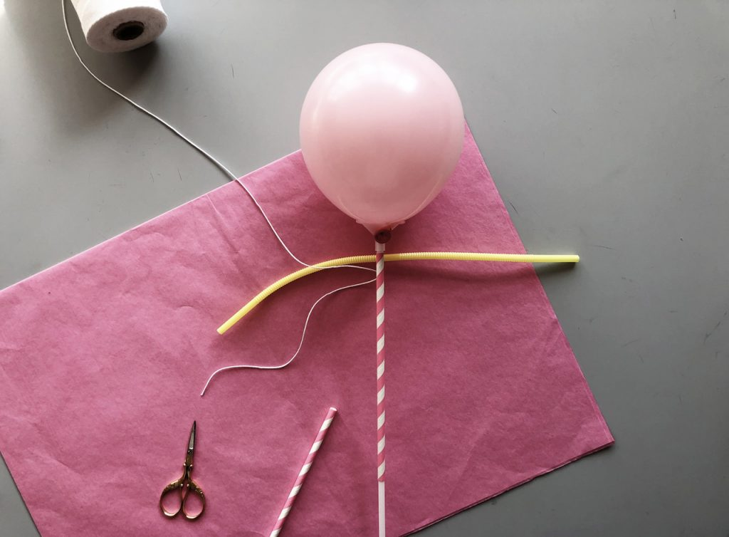 DIY Anleitung: Puppentheater mit Ballonpuppenfiguren mit Kindern Basteln Schritt 2