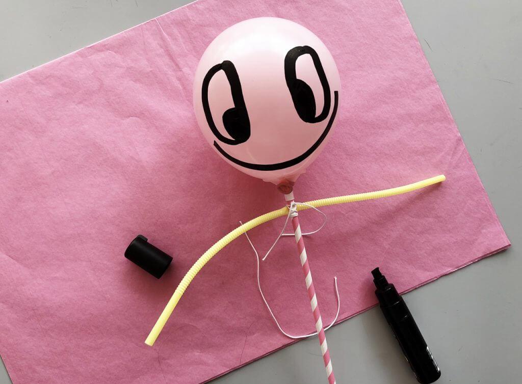DIY Anleitung: Puppentheater mit Ballonpuppenfiguren mit Kindern Basteln Schritt 3