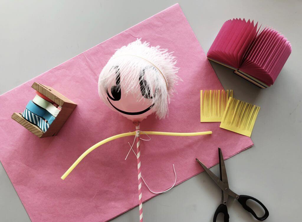 DIY Anleitung: Puppentheater mit Ballonpuppenfiguren mit Kindern Basteln Schritt 4