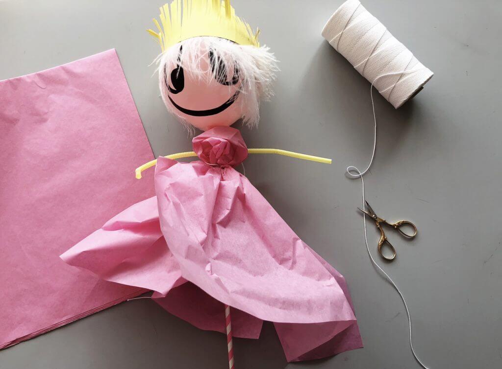 DIY Anleitung: Puppentheater mit Ballonpuppenfiguren mit Kindern Basteln Schritt 5