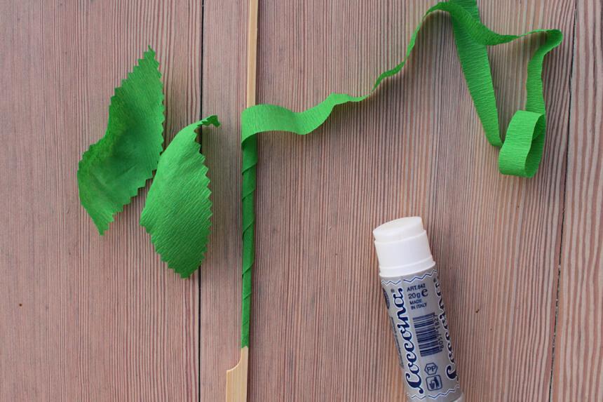 Papierblumen mit Kindern basteln - Anleitung Step 4