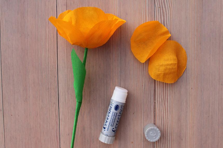 Papierblumen mit Kindern basteln - Anleitung Step 5