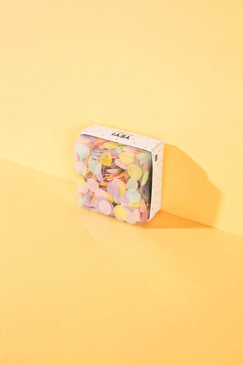 Konfetti geht immer! Ob für den Partytisch, die DIY Konfettikanonen, zum Befüllen transparenter Ballons oder als kleine bunte Überraschung in Liebesbriefen und Einladungen: Dieser schöne Farbmix aus pastelligen Seidenpapierplättchen und Metallic-Kreisen ist der Hit und perfekt für Basteln mit Kindern. Let\'s Party! Inhalt: 20 g in einer praktischen wiederverschließbaren Schachtel. #wlkmndys #basteln #diy #bastelnmitkindern #bastelmaterial