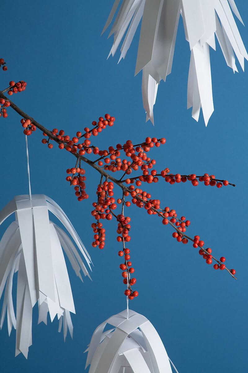 Schneeflocken mit Papierstreifen basteln