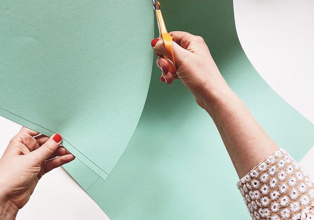 Schultüten-Rohling aus Fotokarton ausschneiden