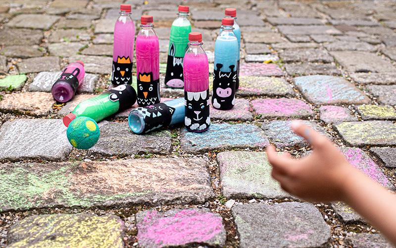Spiele für draußen selbst machen: Das DIY Kegelspiel
