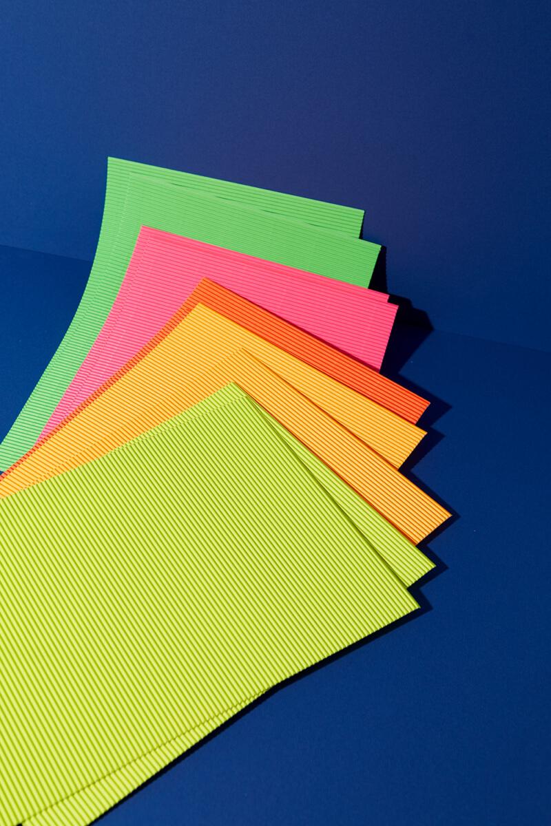 Feinwellpappe Neon – 10 Bögen 5 Farben