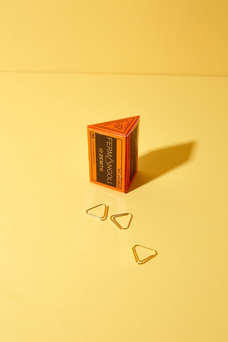 Dreieck Büroklammern Gold