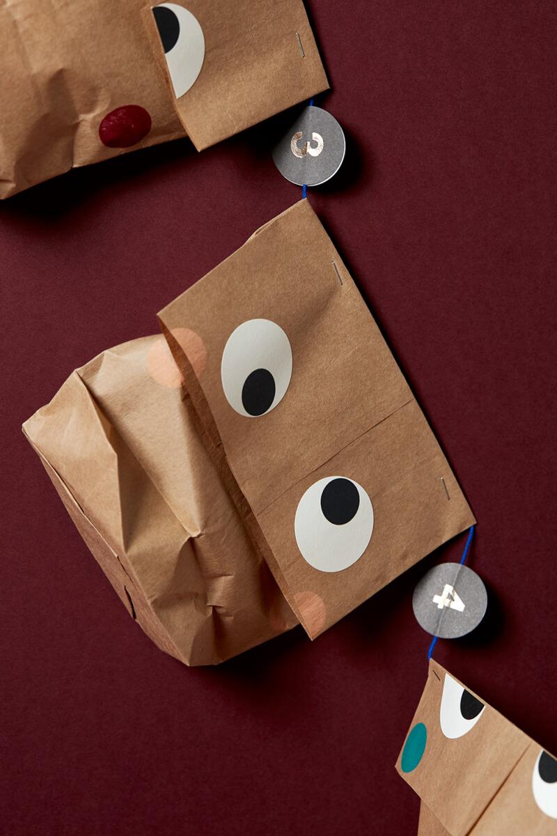 Adventskalender aus Papiertüten basteln