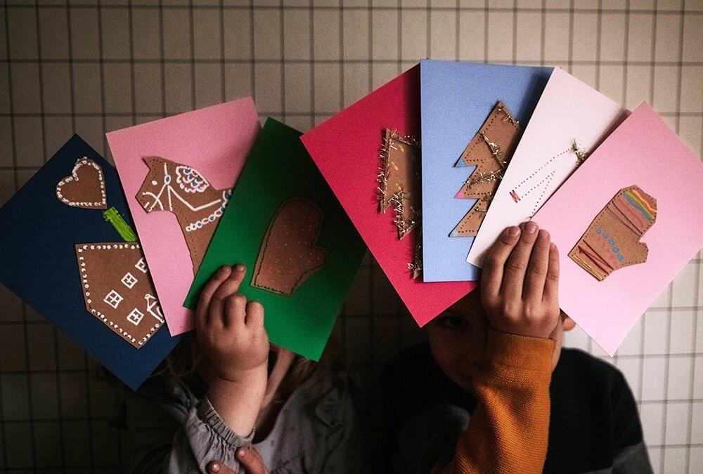 Last Minute: Kunterbunte Weihnachtskarten mit Kindern basteln