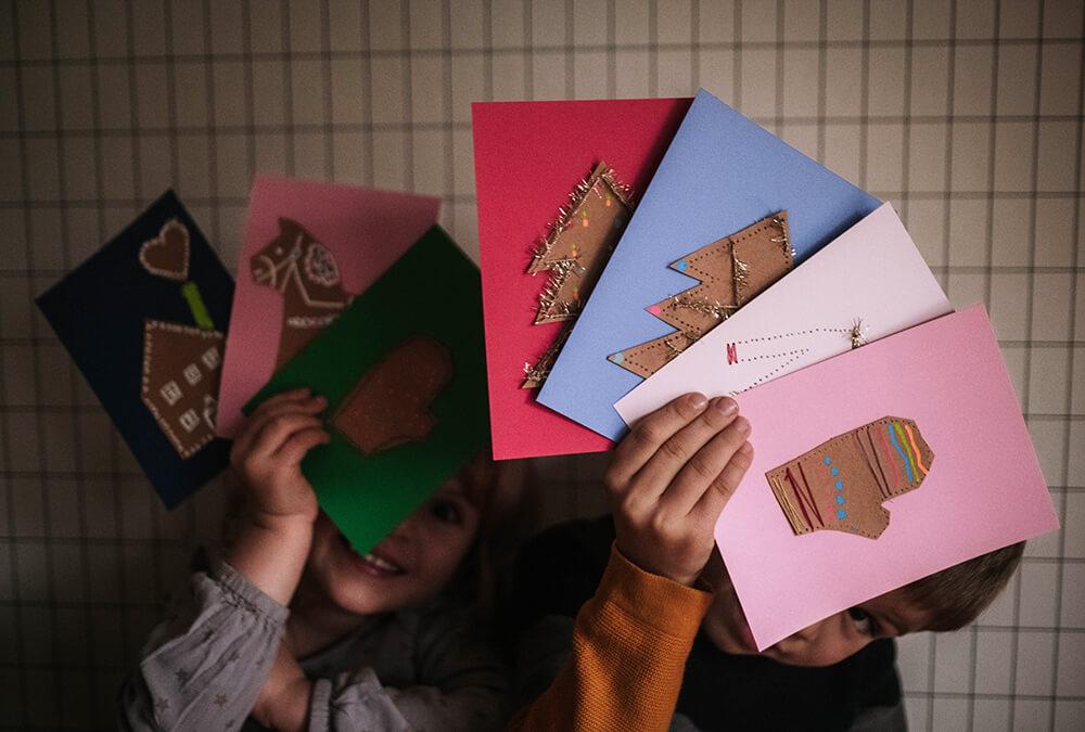 Weihnachtskarten mit Kindern basteln