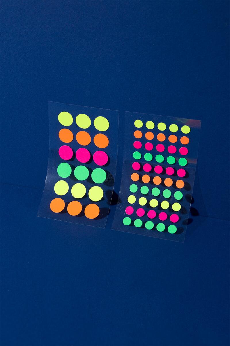 Neon Klebepunkte