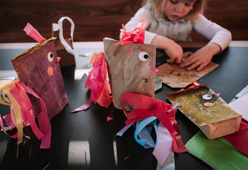 Crazy Chicken! Die lustigste Verpackung für Ostergeschenke mit Kindern basteln