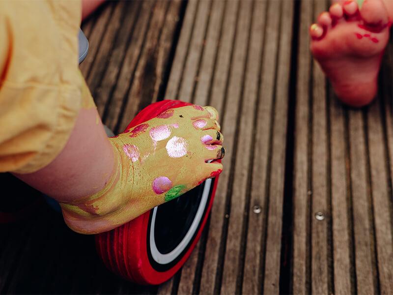 Happy Feet! Einfach Füsse mit Fingerfarben verkleiden