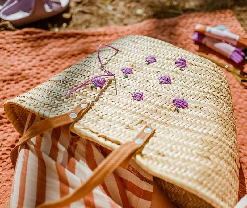 So hübsch für Strandtasche & Co: Schnelles Sticken mit Bast