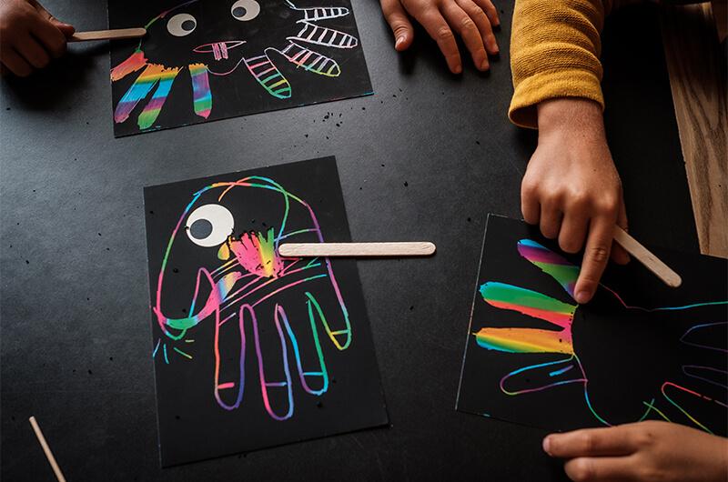 Monster malen für Halloween: Extracool Mit Kratzpapier und Farbwalze